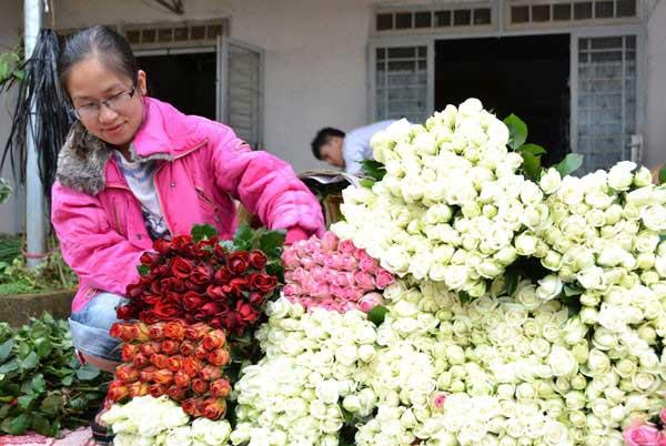 Nhiều loại hoa đội giá trong dịp lễ 20-10