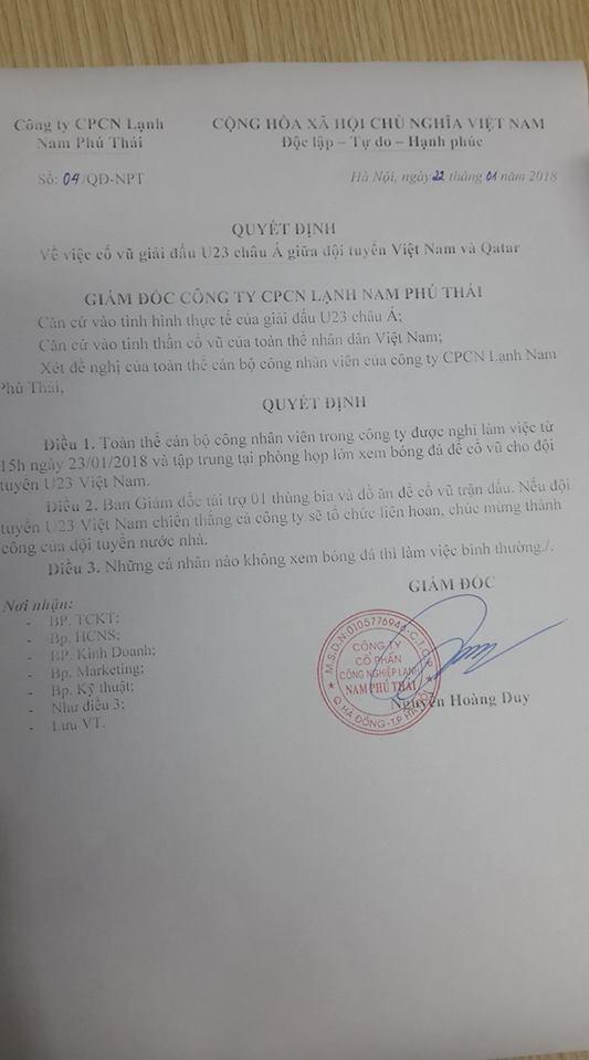 Nhân viên công ty Nam Phú Thái đồng lòng cổ vũ đội tuyển U23 Việt Nam